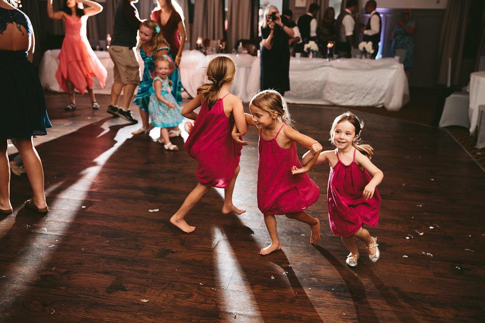 central-ohio-outdoor-wedding-photography-landolls-mohican-castle_44.jpg