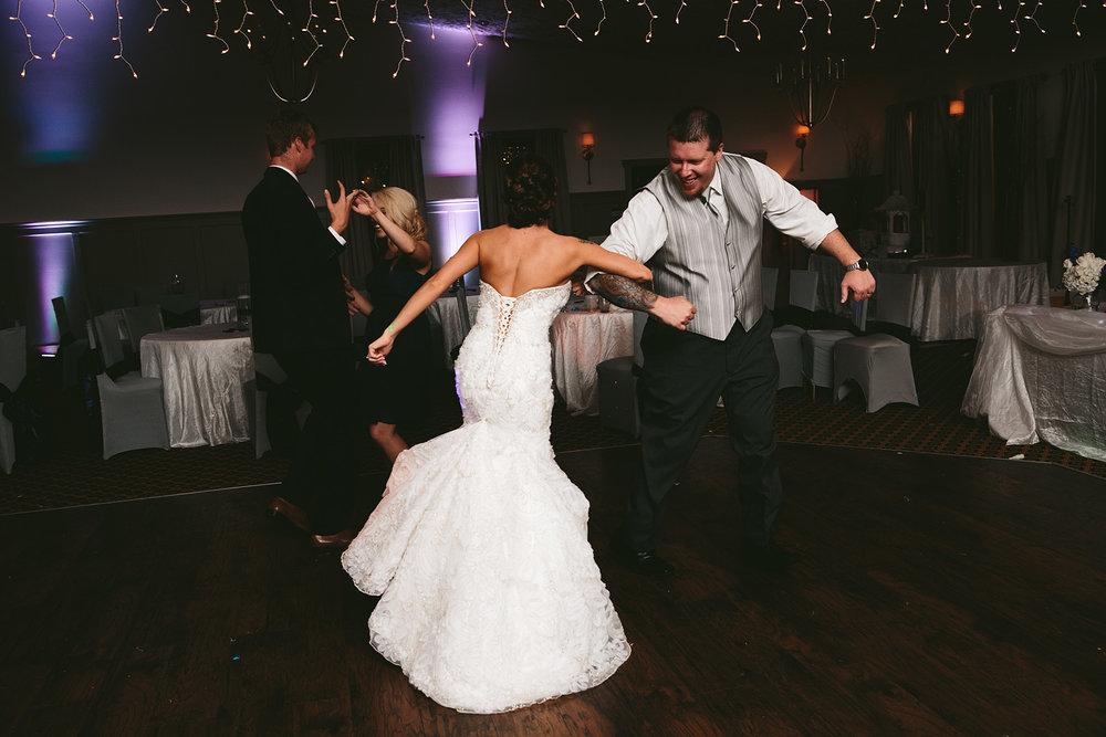 central-ohio-outdoor-wedding-photography-landolls-mohican-castle_45.jpg
