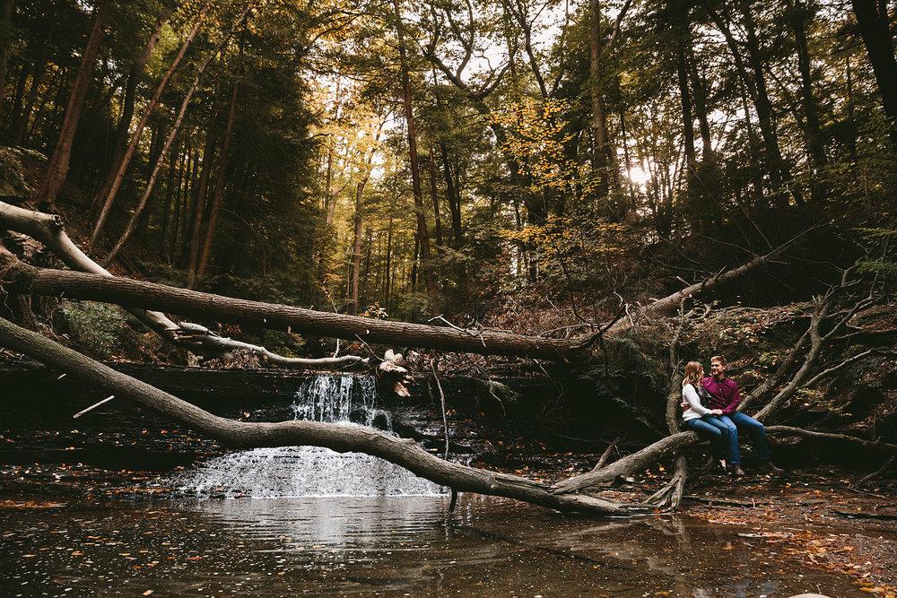 solon-ohio-engagement-photographer-chagrin-reservation-metropark-5.jpg