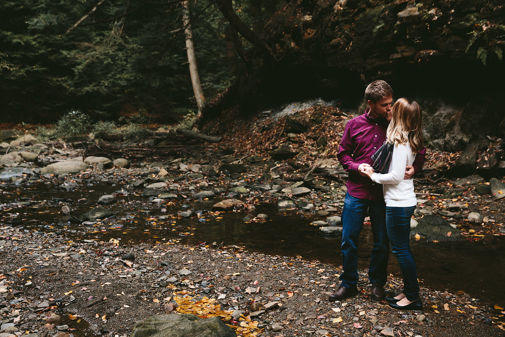 solon-ohio-engagement-photographer-chagrin-reservation-metropark-6.jpg