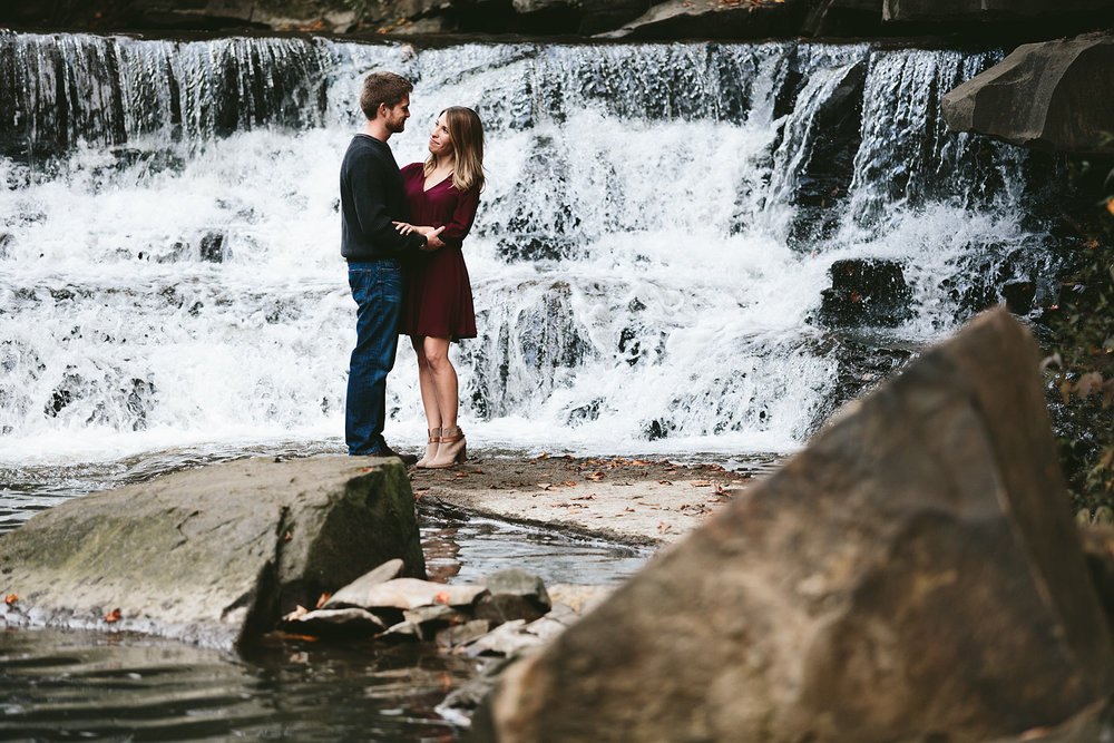 solon-ohio-engagement-photographer-chagrin-reservation-metropark-18.jpg