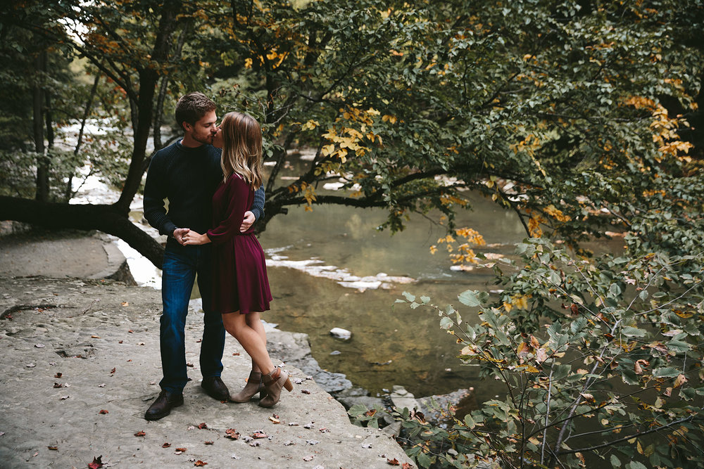 solon-ohio-engagement-photographer-chagrin-reservation-metropark-23.jpg