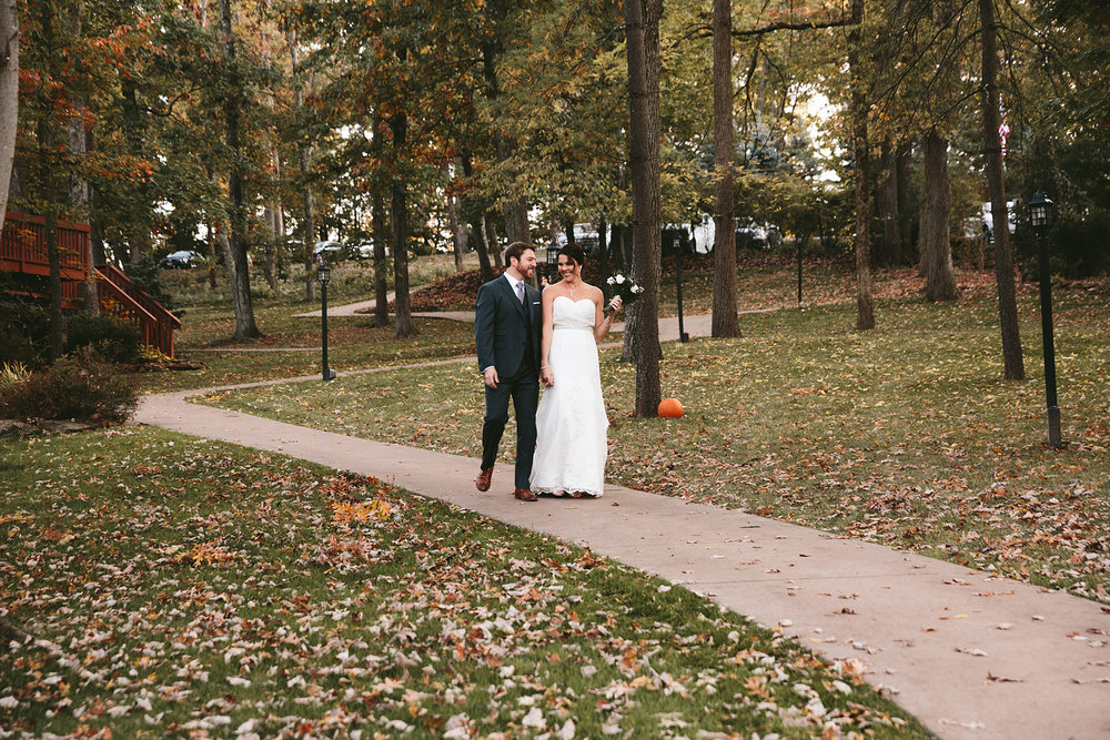 columbus-ohio-wedding-photographers-loudonville-landolls-mohican-castle-106.jpg