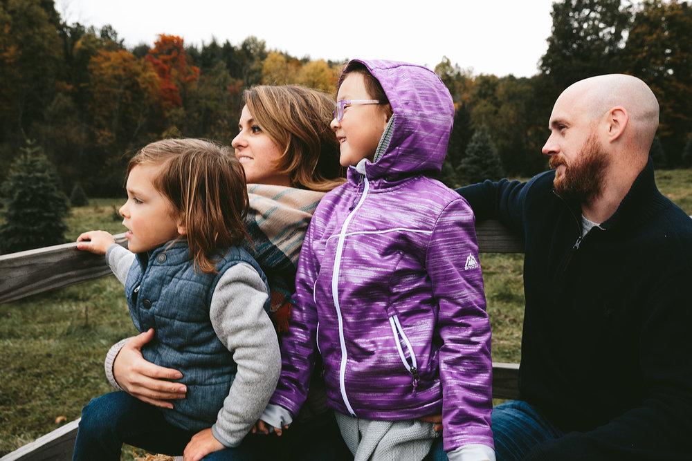 peninsula-ohio-family-portraits-heritage-tree-farm-cuyahoga-valley-national-park-6.jpg