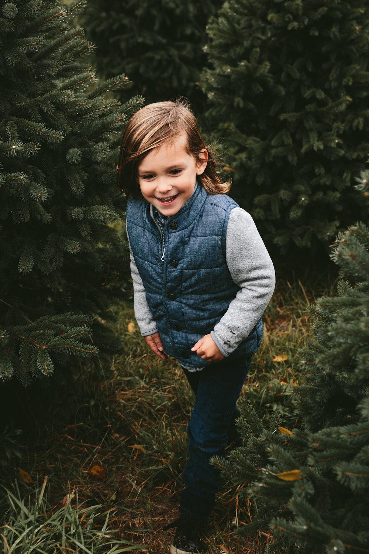 peninsula-ohio-family-portraits-heritage-tree-farm-cuyahoga-valley-national-park-17.jpg