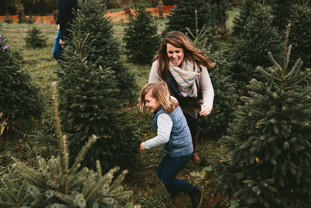 peninsula-ohio-family-portraits-heritage-tree-farm-cuyahoga-valley-national-park-19.jpg