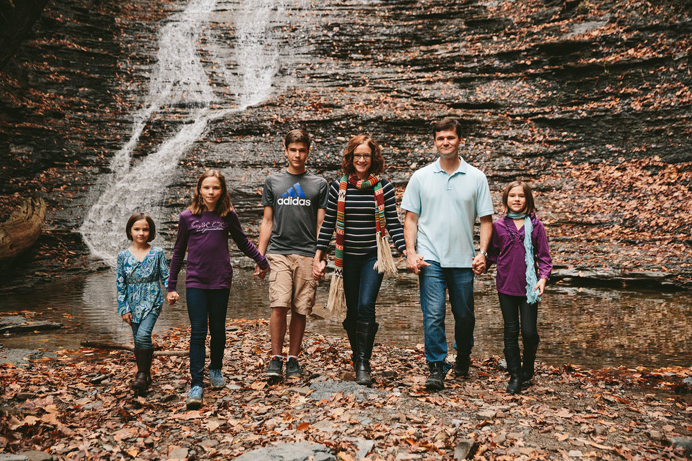 cuyahoga-valley-national-park-family-portrait-photographer-blue-hen-falls-32.jpg