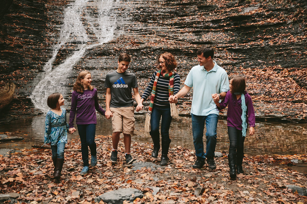 cuyahoga-valley-national-park-family-portrait-photographer-blue-hen-falls-33.jpg