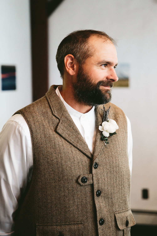 cleveland-wedding-photographer-hines-hill-conference-center-cuyahoga-valley-national-park-barn-vintage-18.jpg