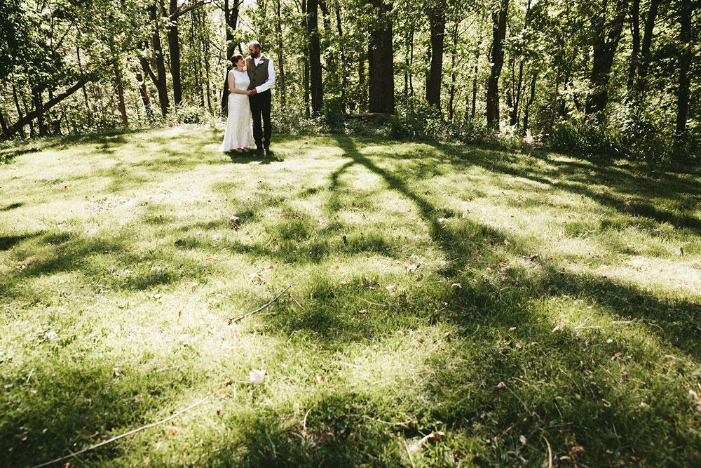 cleveland-wedding-photographer-hines-hill-conference-center-cuyahoga-valley-national-park-barn-vintage-33.jpg