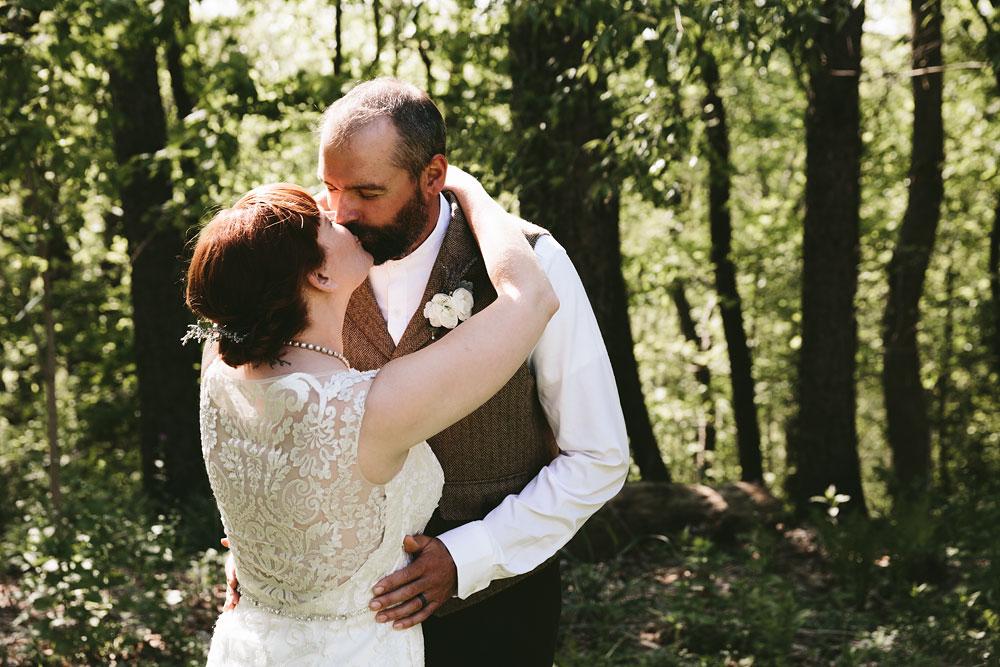 cleveland-wedding-photographer-hines-hill-conference-center-cuyahoga-valley-national-park-barn-vintage-34.jpg