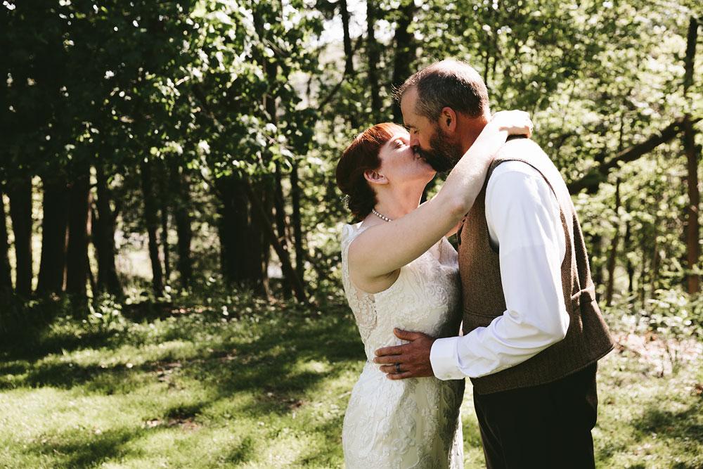 cleveland-wedding-photographer-hines-hill-conference-center-cuyahoga-valley-national-park-barn-vintage-35.jpg