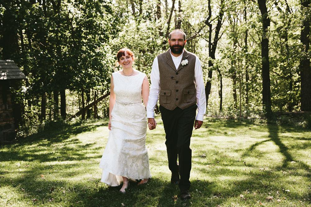 cleveland-wedding-photographer-hines-hill-conference-center-cuyahoga-valley-national-park-barn-vintage-36.jpg
