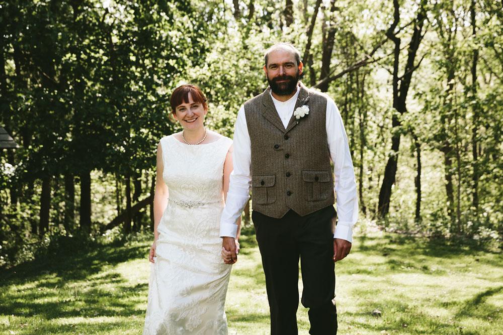 cleveland-wedding-photographer-hines-hill-conference-center-cuyahoga-valley-national-park-barn-vintage-37.jpg