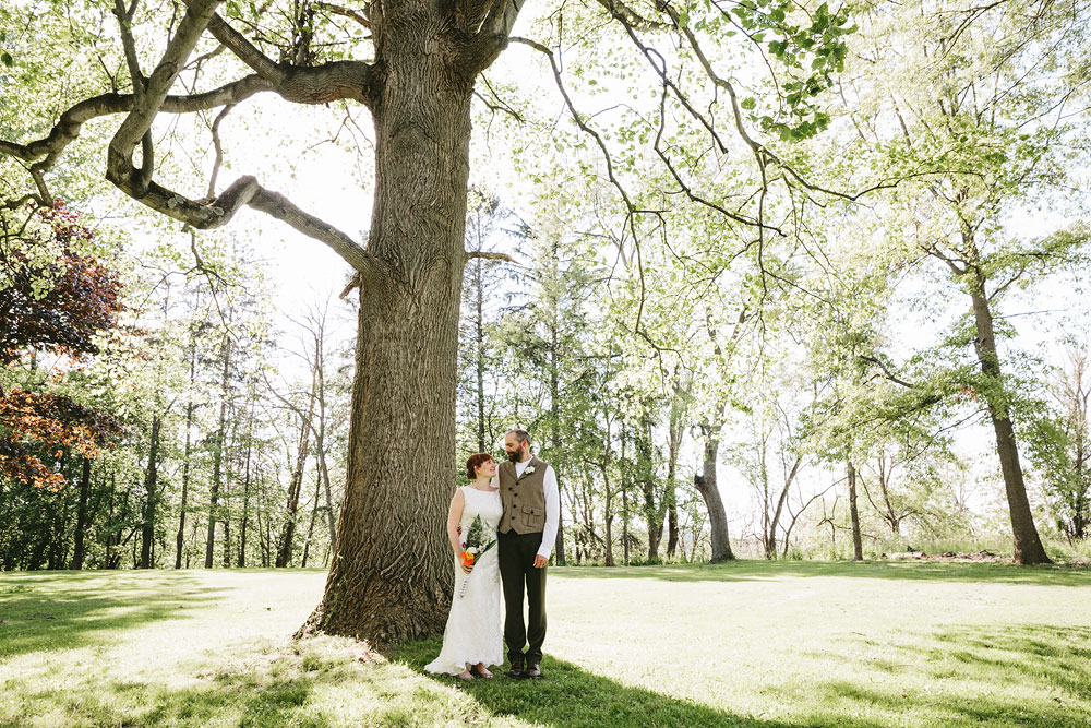 cleveland-wedding-photographer-hines-hill-conference-center-cuyahoga-valley-national-park-barn-vintage-42.jpg