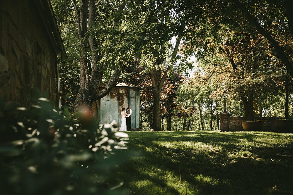 cleveland-wedding-photographer-hines-hill-conference-center-cuyahoga-valley-national-park-barn-vintage-57.jpg