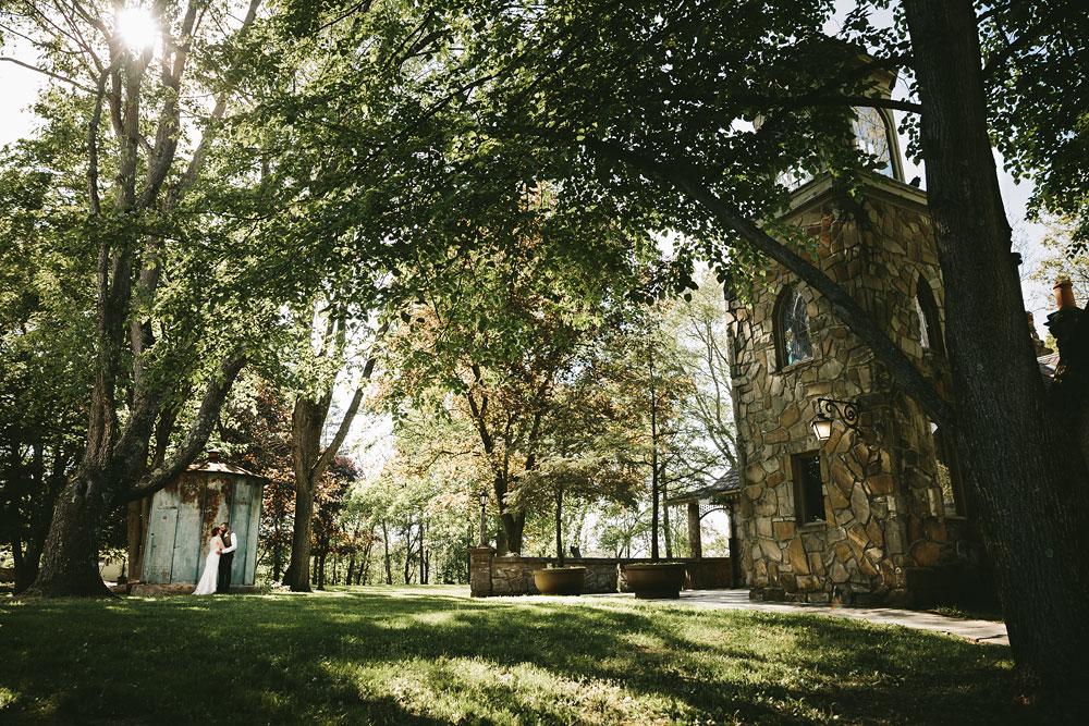 cleveland-wedding-photographer-hines-hill-conference-center-cuyahoga-valley-national-park-barn-vintage-58.jpg