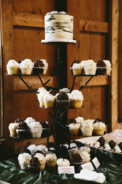 cleveland-wedding-photographer-hines-hill-conference-center-cuyahoga-valley-national-park-barn-vintage-68.jpg