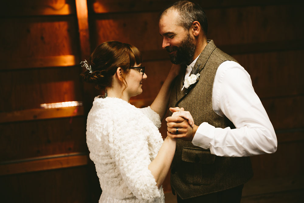 cleveland-wedding-photographer-hines-hill-conference-center-cuyahoga-valley-national-park-barn-vintage-98.jpg