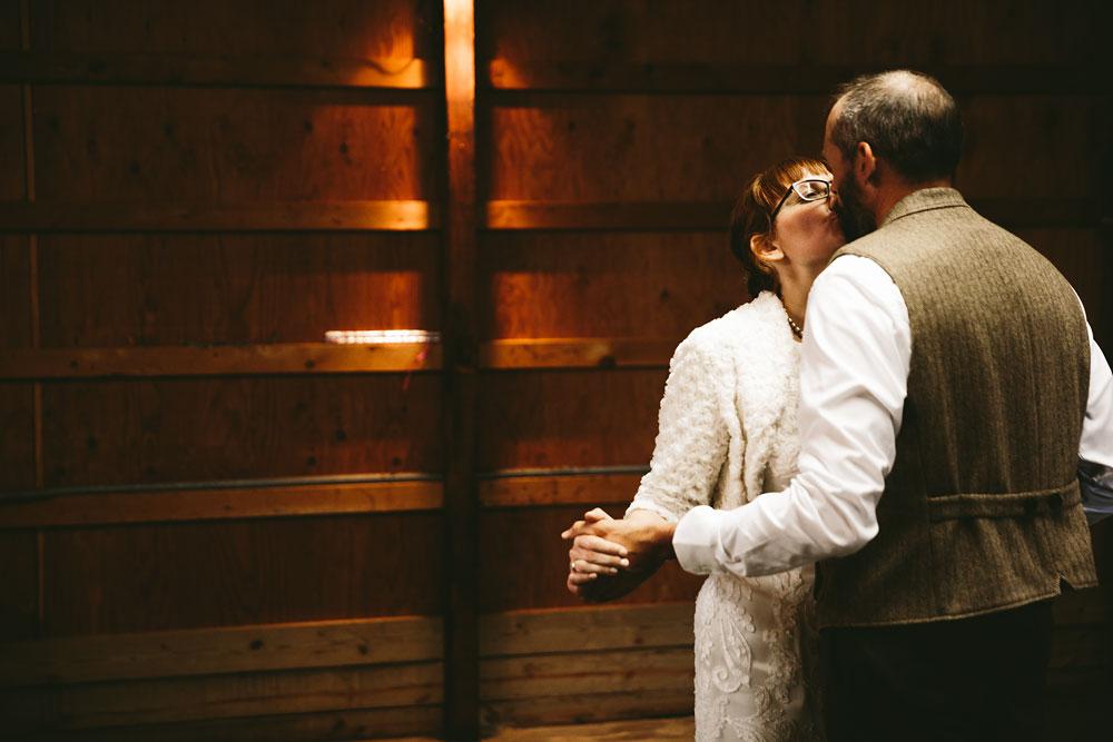 cleveland-wedding-photographer-hines-hill-conference-center-cuyahoga-valley-national-park-barn-vintage-100.jpg