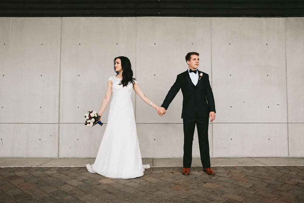 modern-cleveland-wedding-photographers-photojournalistic-14.jpg