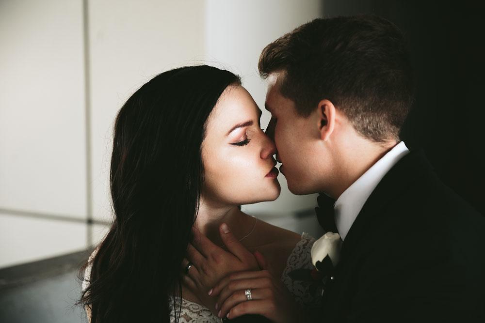 modern-cleveland-wedding-photographers-photojournalistic-16.jpg
