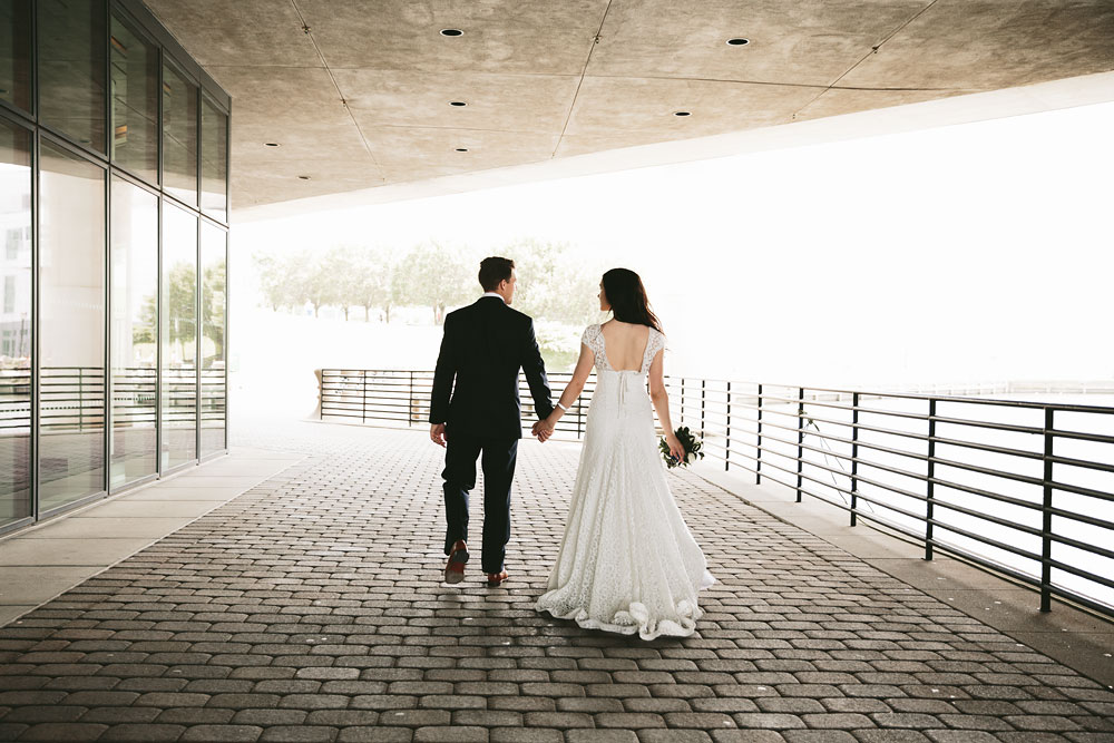modern-cleveland-wedding-photographers-photojournalistic-17.jpg