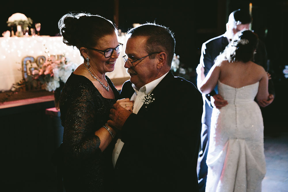 cleveland-wedding-photographers-cuyahoga-valley-national-park-happy-days-lodge-47.jpg