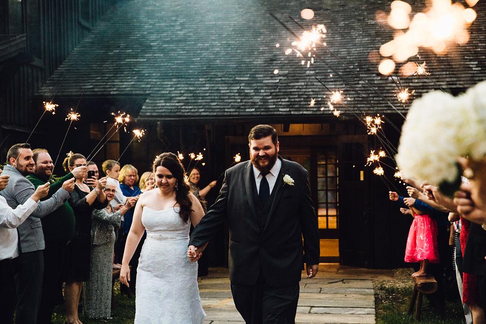 cleveland-wedding-photographers-cuyahoga-valley-national-park-happy-days-lodge-69.jpg