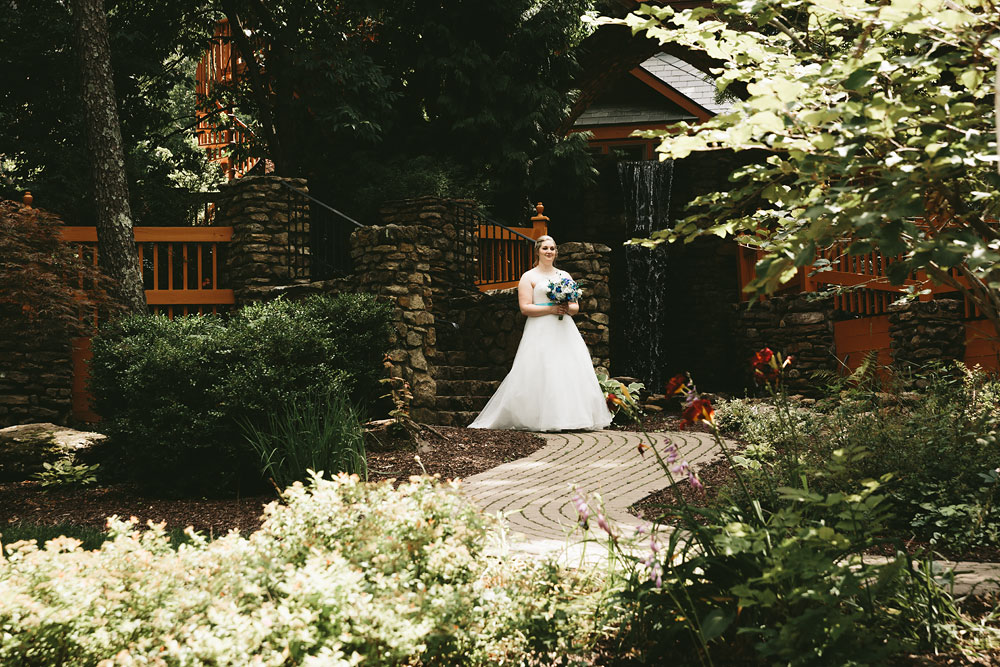 cleveland-wedding-photographers-landolls-mohican-castle-loudonville-ohio-columbus-74.jpg