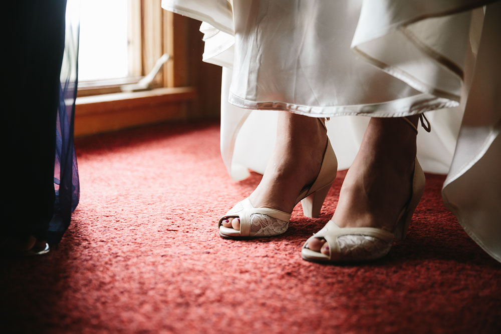 cleveland-wedding-photographers-rustic-outdoor-vintage-farm-48.jpg