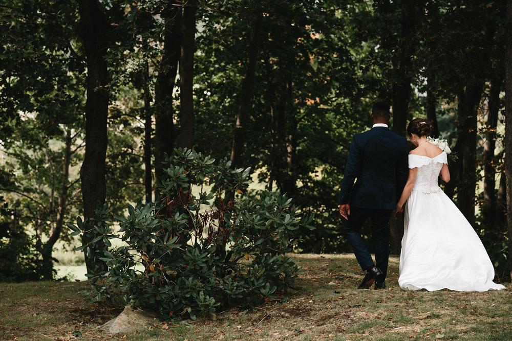 cleveland-wedding-photographers-rustic-outdoor-vintage-farm-95.jpg