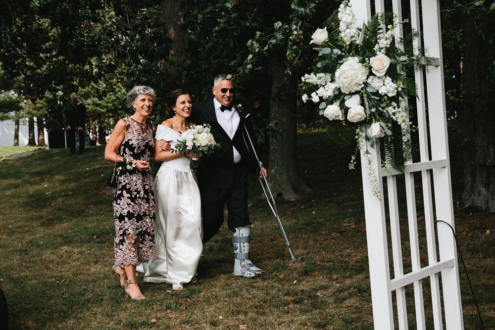 cleveland-wedding-photographers-rustic-outdoor-vintage-farm-121.jpg