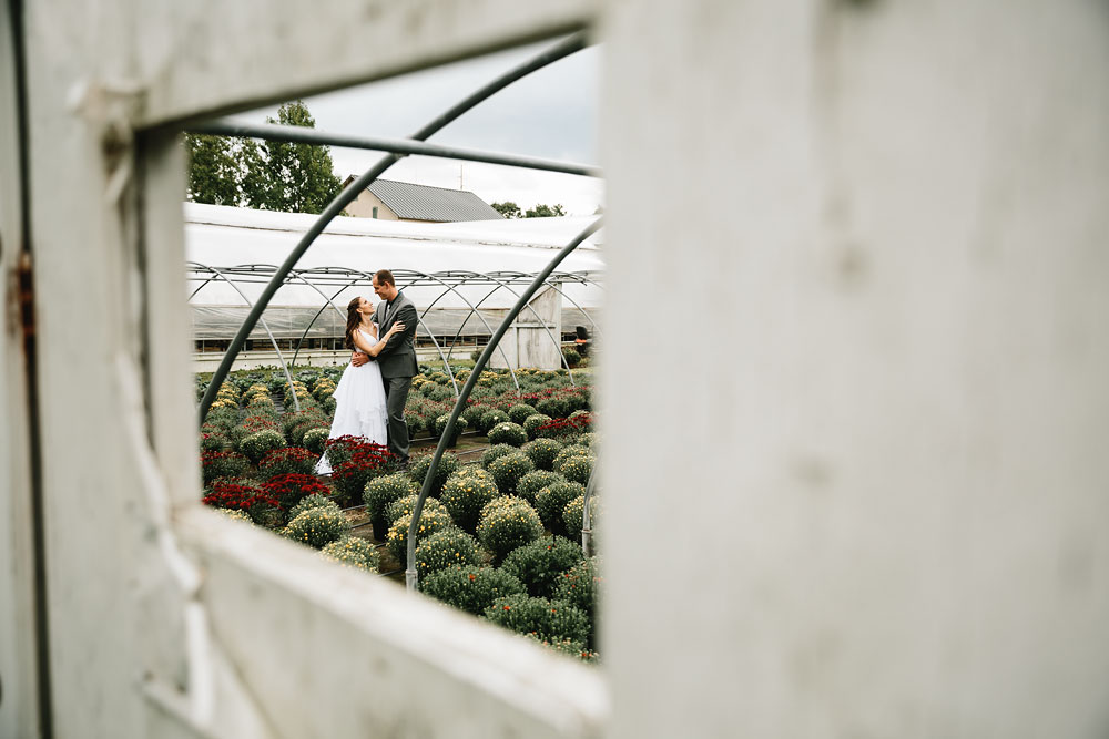cleveland-wedding-photographers-mohican-gardens-greenhouse-outdoor-vintage-wedding-34.jpg