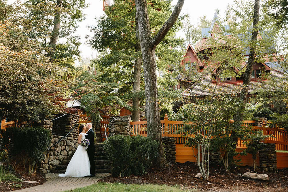 cleveland-wedding-photographers-landolls-mohican-castle-central-ohio-53.jpg
