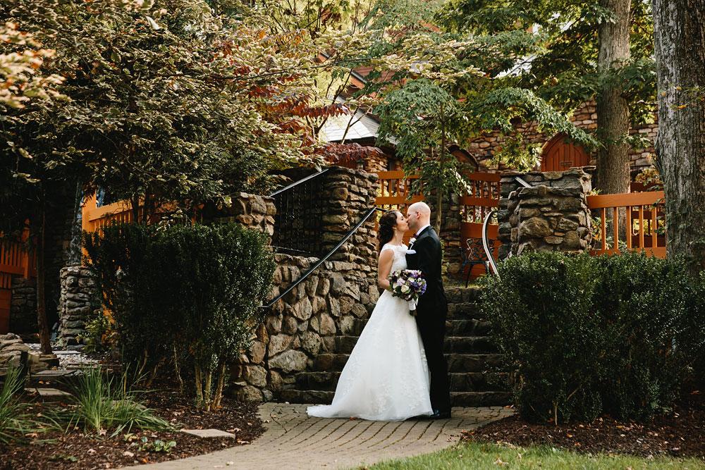 cleveland-wedding-photographers-landolls-mohican-castle-central-ohio-54.jpg