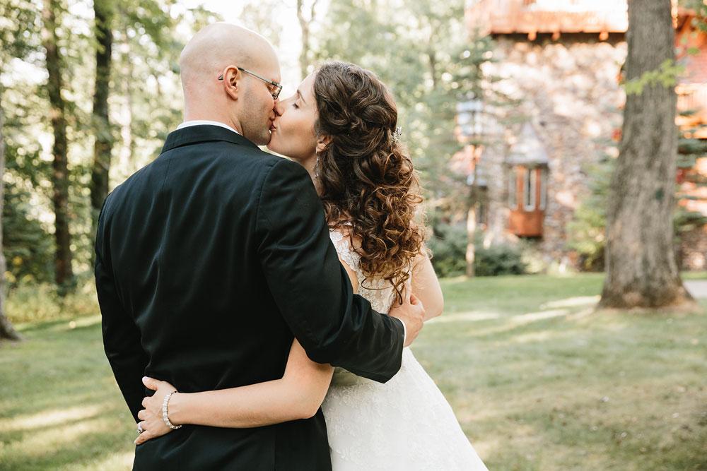 cleveland-wedding-photographers-landolls-mohican-castle-central-ohio-65.jpg