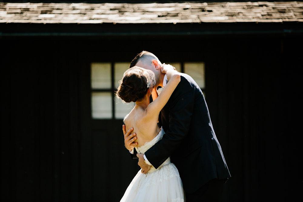 happy-days-lodge-cuyahoga-valley-national-park-wedding-photographers-peninsula-ohio-52.jpg