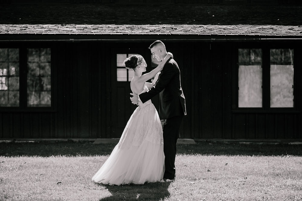 happy-days-lodge-cuyahoga-valley-national-park-wedding-photographers-peninsula-ohio-51.jpg