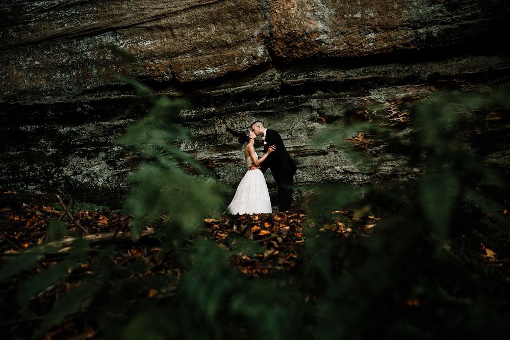 happy-days-lodge-cuyahoga-valley-national-park-wedding-photographers-peninsula-ohio-97.jpg