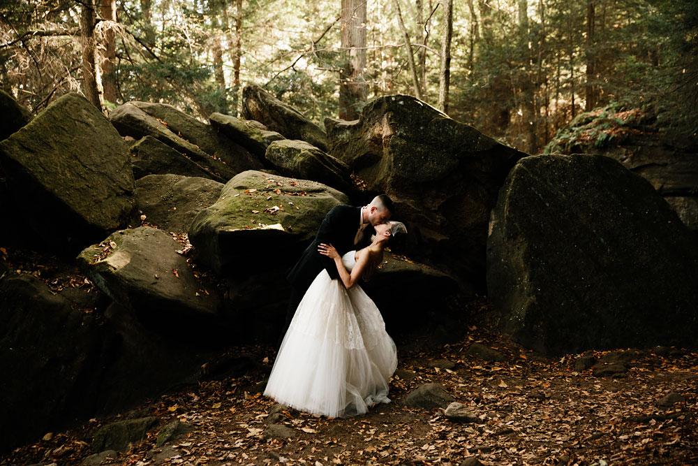 happy-days-lodge-cuyahoga-valley-national-park-wedding-photographers-peninsula-ohio-104.jpg