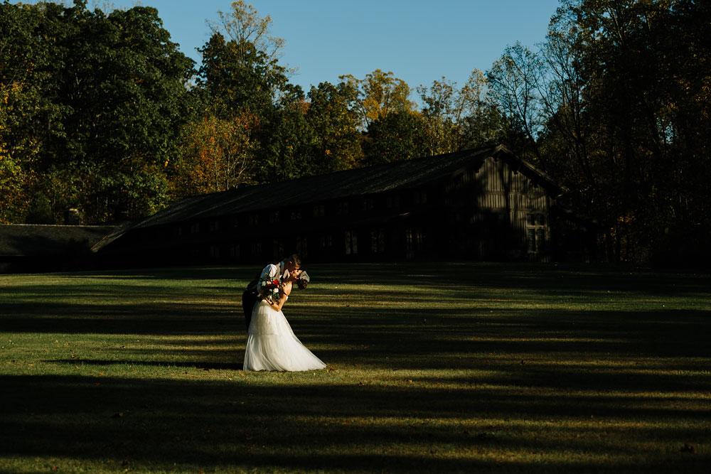 happy-days-lodge-cuyahoga-valley-national-park-wedding-photographers-peninsula-ohio-133.jpg