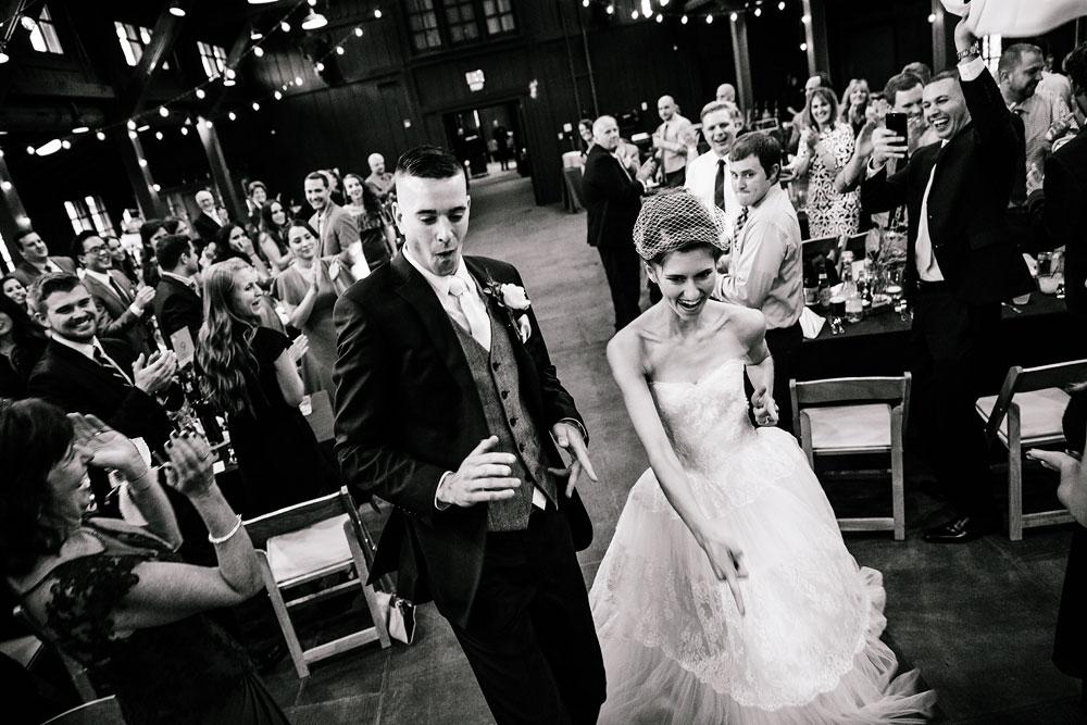 happy-days-lodge-cuyahoga-valley-national-park-wedding-photographers-peninsula-ohio-137.jpg