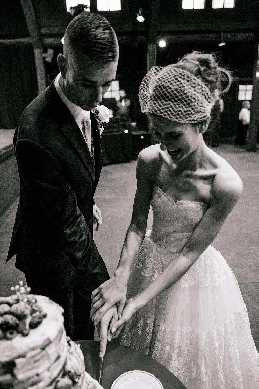 happy-days-lodge-cuyahoga-valley-national-park-wedding-photographers-peninsula-ohio-145.jpg