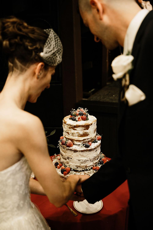happy-days-lodge-cuyahoga-valley-national-park-wedding-photographers-peninsula-ohio-146.jpg