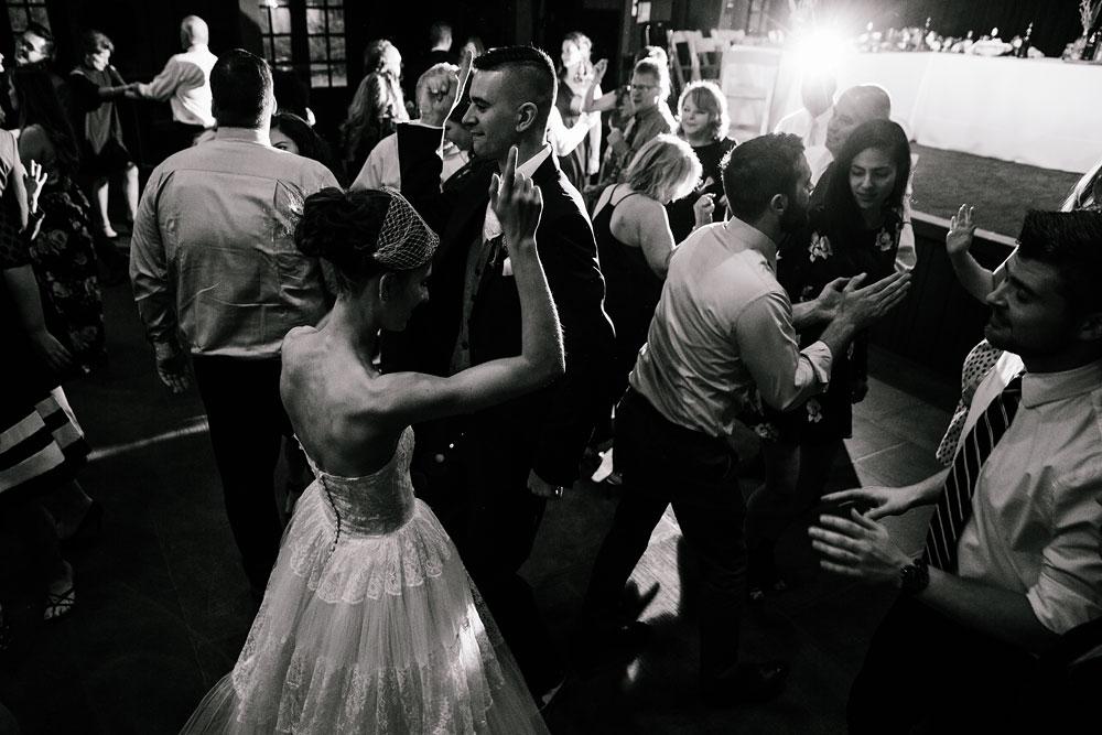 happy-days-lodge-cuyahoga-valley-national-park-wedding-photographers-peninsula-ohio-150.jpg