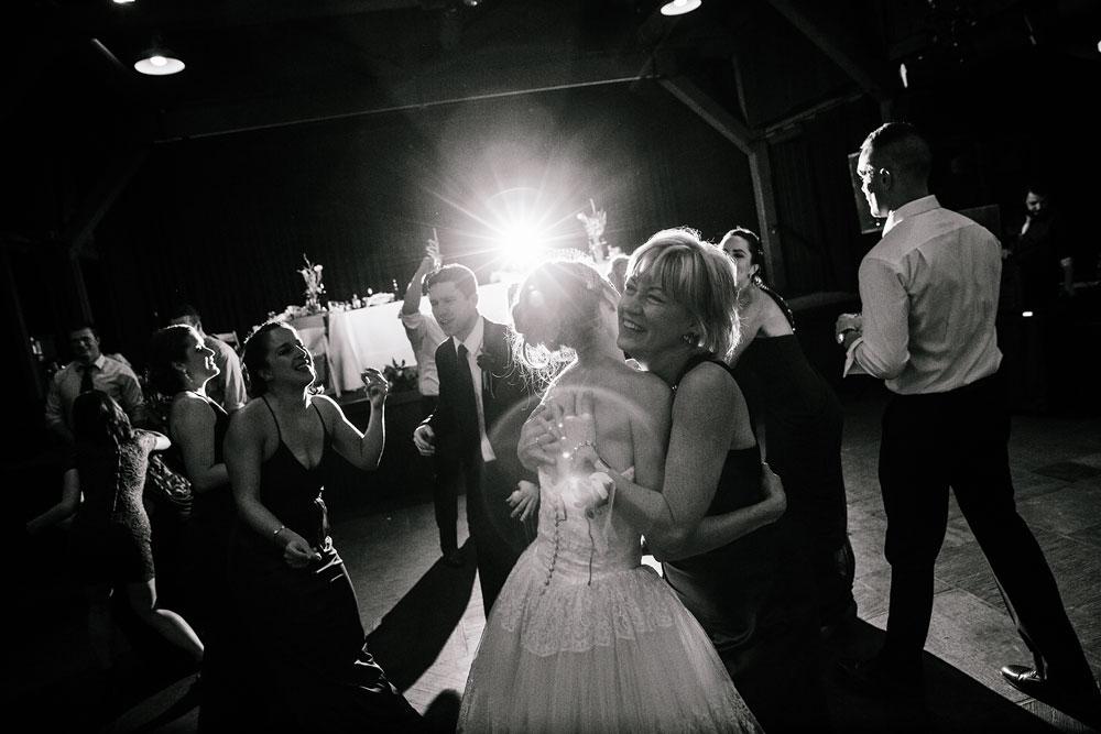 happy-days-lodge-cuyahoga-valley-national-park-wedding-photographers-peninsula-ohio-169.jpg