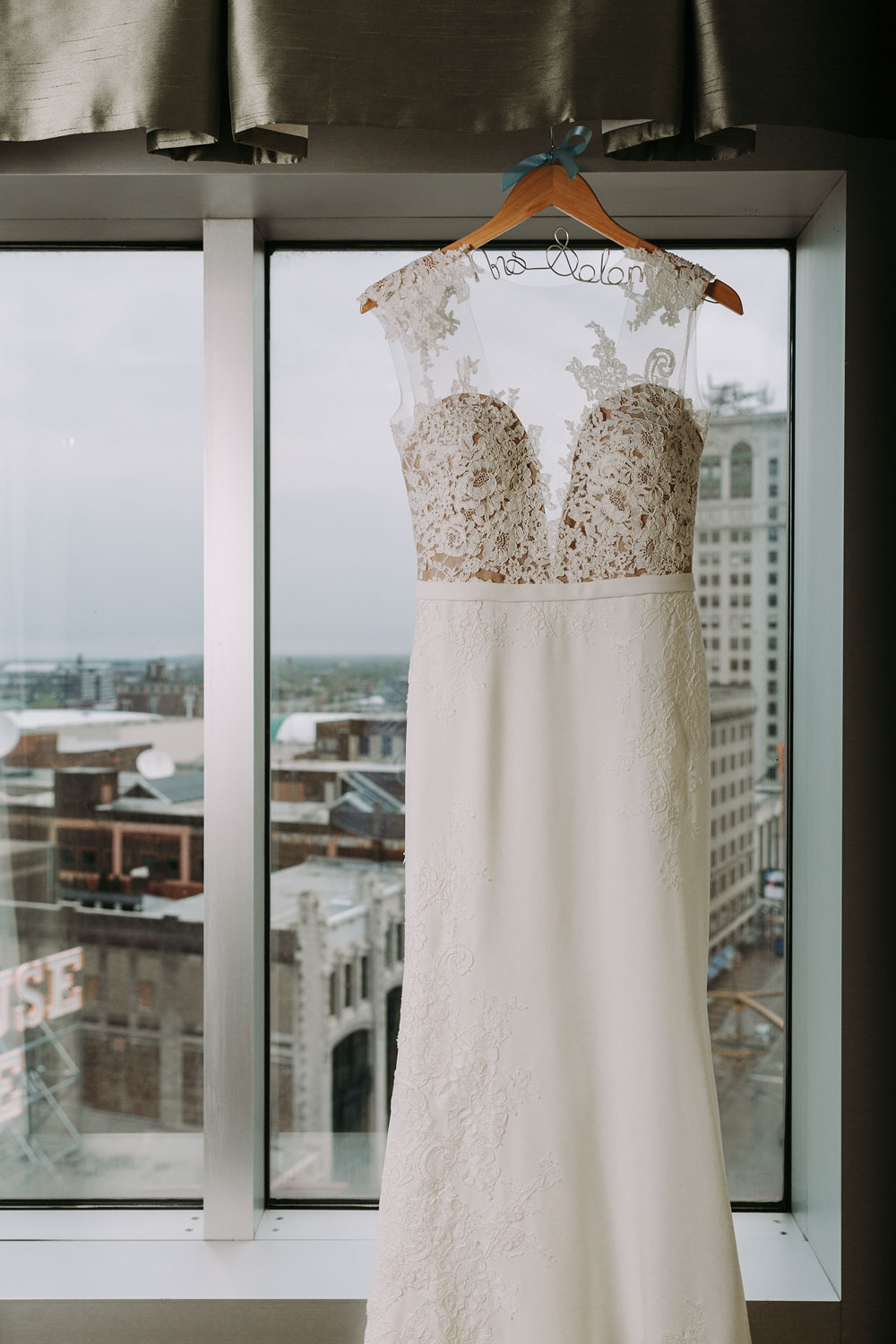 cleveland-wedding-photographers-downtown-playhouse-square-crowne-plaza-hotel-1.jpg