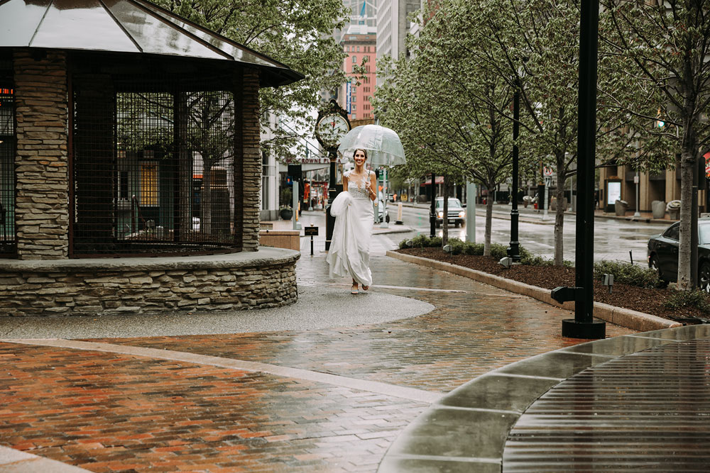 cleveland-wedding-photographers-downtown-playhouse-square-crowne-plaza-hotel-61.jpg