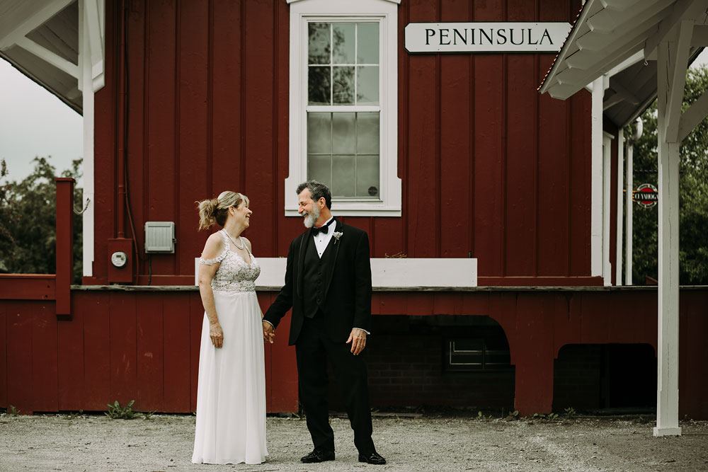 cuyahoga-valley-national-park-wedding-photographers-happy-days-lodge-peninsula-ohio-hudson-ohio-12.jpg